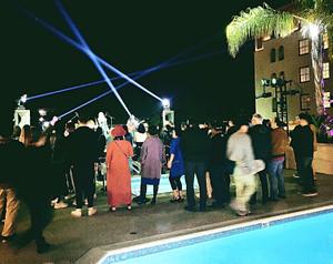 Pool_side_live
